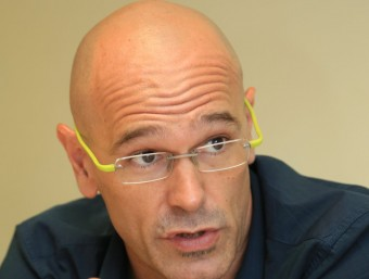 Raül Romeva, making a point during the interview in the Punt Avui office in Barcelona.  Foto:ANDREU PUIG