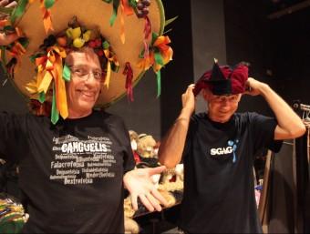 Joan Segalés i Joan Faneca, membres de Vol-Ras , l'estiu passat en la seva jornada de subhasta de material de la companyia. Foto:JUDITH FERNÁNDEZ