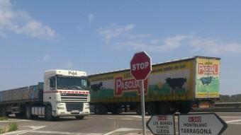 La N-240 suporta un trànsit diari de 1.700 camions entre Lleida i Montblanc i és un tram d'alta sinistralitat Foto:E.POMARES