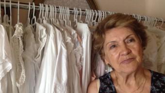 Victòria Antó amb algunes de les camises de dormir de la seva col·lecció que no formen part de l'exposició. Foto:A.S.M
