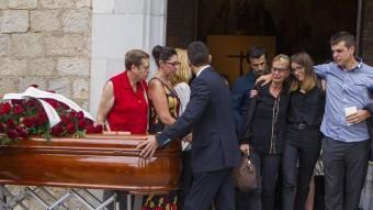 Els familiars de Natàlia Molero en sortir de l'església del Mercadal, on a fora els esperava per oferir el condol el president Artur Mas Foto:JORDI RIBOT/ICONNA