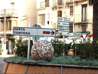 La plaça de la Farola , al mig de Gandesa, marca la cruïlla entre la C-43 i l'N-420 Foto:ACN