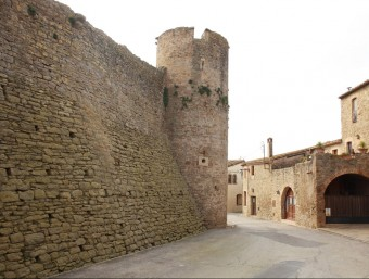 Vial perimetral de la muralla, en el poble baixempordanès d'Ullastret. Foto:JOAN PUNTÍ