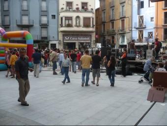 La plaça de Sant Eudald, el dia en què es va fer la festa d'inauguració de la remodelació urbanística. Foto:J.C