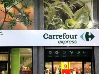 Façana del Carrefour Express que divendres passat es va inaugurar a l'Avinguda Los Pavos de Blanes. Foto:EL PUNT AVUI