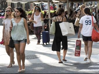 El Passeig de Gràcia , la principal via comercial de Barcelona Foto:J.LOSADA