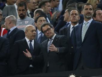 Artur Mas, president de la Generalitat, amb l'exministre Wert i el rei Felip de Borbó Foto:EFE