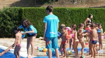 Participants a les brigades joves participant en una de les activitats d'estiu de la Garrotxa. Foto:J.C