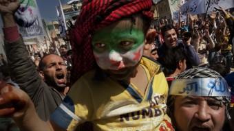 Manifestació a Binnix de mil persones, ja que la del dia anterior, de sis mil, havia estat atacada Foto:RICARD GARCIA VILANOVA
