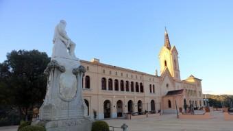 Una imatge d'abril de Sant Pere del Bosc, antic monestir benedictí i un dels espais inclosos en el MOLL Foto:QUIM PUIG