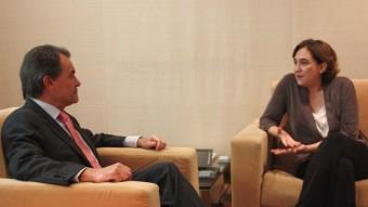 Ada Colau i Artur Mas, durant la seva primera reunió amb Artur Mas Foto:ACN