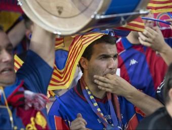 Aficionats del Barça, xiulant l'himne espanyol, en la prèvia de la final de la copa que els blaugrana van jugar al Camp Nou contra l'Athletic Foto:ALBERT SALAMÉ