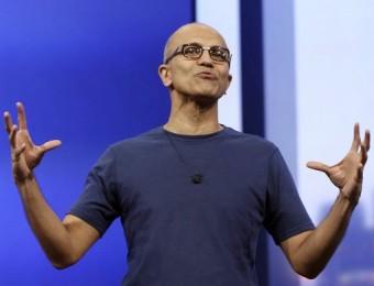 El director executiu de Microsoft, Satya Nadella, parla durant una conferència on va referir-se a les novetats de la companyia Foto:ROBERT GALBRAITH / REUTERS