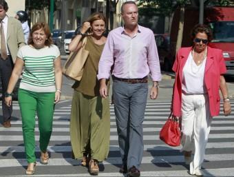 Isabel Bonig, De Cospedal, Fabra i Barberá arriben a la seu del PP. Foto:JOSÉ CUÉLLAR