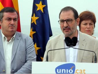 Ramon Espadaler, en primer terme, fent costat al candidat per Girona d'Unió, Xavier Dilmé Foto:ACN