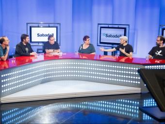 Un moment del debat. _D'esquerra a dreta: Manel Lucas, Martín Piñol, Jaume Vidal, Amparo Moreno, Kap i Pere Vall Foto:ALBERT SALAMÉ