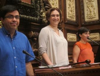 Gerardo Pisarello, Ada colau i Laia Ortiz, durant un ple de l'Ajuntament de Barcelona Foto:EUROPA PRESS