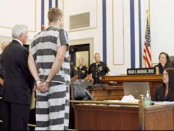 Raymond Tensing , el policia acusat de matar un negre als EUA, durant la compareixença davant la jutgessa que el va acusar d'assassinat Foto:REUTERS