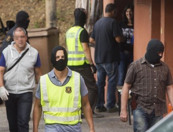 Efectius dels mossos durant l'operatiu de dimarts a la Font de la Pólvora Foto:JORDI RIBOT / ICONNA