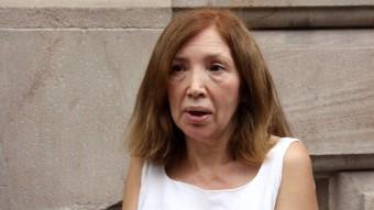 L'exdirectora de l'IES Pedraforca de l'Hospitalet , Dolores Agenjo, ahir en sortir del Palau de Justícia. La seva declaració judicial s'ha ajornat fins el setembre Foto:ACN/ POL SOLÀ