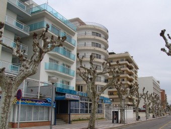 L'hotel es troba al passeig de les Roques de Calella on hi ha diversos establiments Foto:EL PUNT