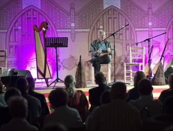 Màrius Sampere, recitant, dijous passat, un fragment de la seva obra al festival de poesia i música Rusc. Foto:JORDI VIDAL SABATA