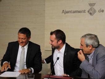 Els tres firmants del pacte, Miqel Sàmper (CiU), l'alcalde Jordi Ballart i el portaveu socialista, Alfredo Vega Foto:J.A