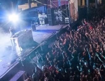 Una sessió de dj multitudinària, de l'edició passada Foto:ACÚSTICA