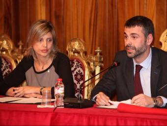 Marta Felip i Santi Vila, en una imatge del 2013, quan Vila va renunciar a l'Alcaldia i el va substituir Felip Foto:JOAN SABATER