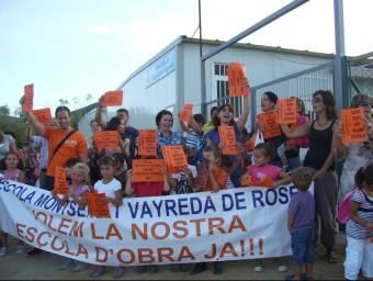 Una mobilització per a reclamar la construcció de l'escola Vayreda en una manifestació del 2011 Foto:MAR VICENTE