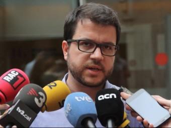 El secretari de política econòmica i coneixement d'ERC, Pere Aragonès davant la seu d'Esquerra Republicana a Barcelona Foto:ACM