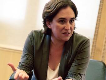 Ada Colau , al seu despatx, durant l'entrevista Foto:ELISABETH MAGRE