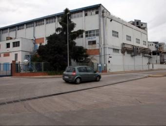 La façana de l'empresa Torraspapel, de Sarrià de Ter, que en uns vuit o deu mesos produirà bobines de cartró ondulat. Foto:JOAN SABATER