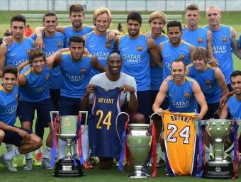 Kobe Bryant amb el Barça. Foto:AFP