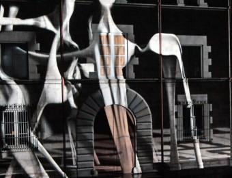 Les façanes d'alguns dels edificis més emblemàtics de la ciutat, com la Casa Pastors, prenen vida a través del 'mapping' Foto:JOAN SABATER