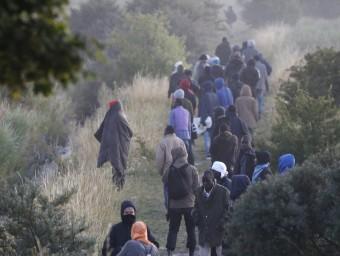 Un grup d'immigrants recula després de la intervenció de la policia antiavalots Foto:REUTERS