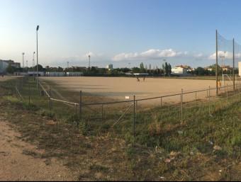 El camp de sorra que hi ha a la zona esportiva del Pla era el primer interès del club gironí, però no podrà ser perquè en el futur serà parcialment un pati d'escola Foto:J.N