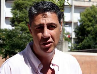 El candidat de PP de Catalunya, Xavier García Albiol, atenent als mitjans de comunicació a Girona