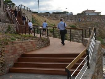 Les noves escales de la Creu, que substitueixen les anteriors, ja funcionen. Foto:EL PUNT AVUI