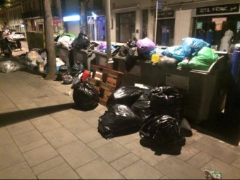 Un exemple dels abocaments que s'han detectat en les últimes setmanes en carrers de Figueres. Foto:ELPUNTAVUI