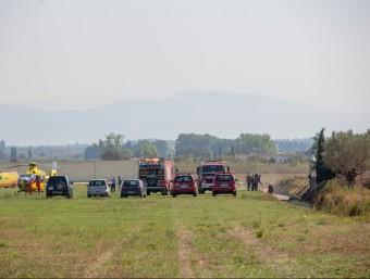 Els serveis d'emergències, ahir, a l'aeròdrom de Viladamat. Foto:JOAN CASTRO (ICONNA)