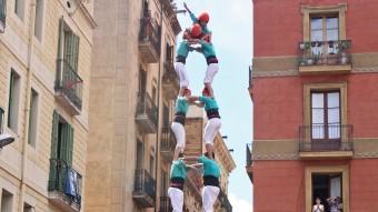 La torre de 9 dels Castellers de Vilafranca i el 4 de 9 dels de la Vila de Gràcia, dos castells d'una jornada molt intensa en la qual, el dissabte a Tarragona, la Jove i els Xiquets van preparar Sant Magí descarregant el 5 de 8 Foto:JUANMA RAMOS