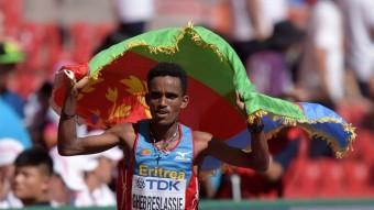 Ghebreslassie va aconseguir el primer títol mundial de la història per a Eritrea Foto:REUTERS