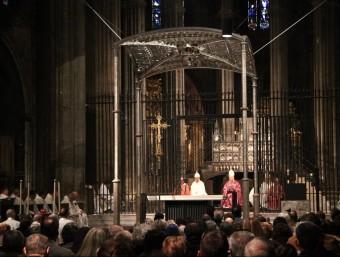La missa de dedicació de l'altar de Catedral, presidida pel bisbe Francesc Pardo Foto:J.N
