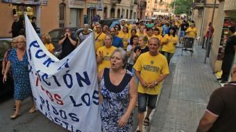 Un grup de veïns  del barri mariner, durant una de les protestes que han fet els darrers dimecres d'agost  Foto:J. RAMOS