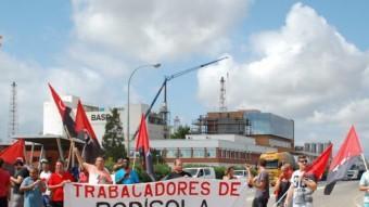 Un centenar de treballadors d'Altrad Rodisola es manifesten a la sortida de BASF Foto:INFOCAMP