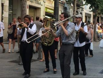 La Jazz Maresme Street Band van inaugurar dissabte passat el Tast de Jazz de Mataró amb una cercavila Foto:CULTURA MATARO