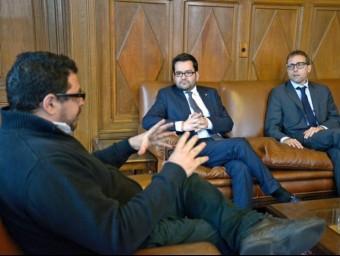 el secretari d'Exteriors de la Generalitat, Roger Albinyana i el secretari del Diplocat, Albert Royo, amb el president del Parlament de l'Uruguai (esquerra) Foto:PARLAMENT DE L'URUGUAI