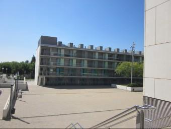 Els pisos de protecció oficial del carrer de Sant Cugat de Mataró, on hi viu el detingut Foto:LL.M