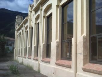 Un detall de l'extensió de tancaments que han estat renovats en aquest centre d'arquitectura modernista. Foto:J.C